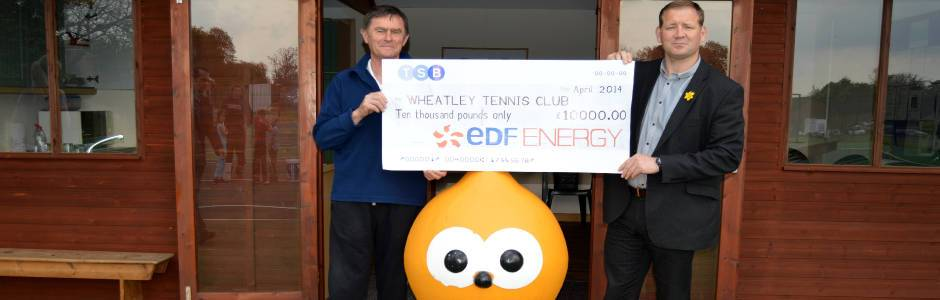 Cheque from EDF being presented to Wheatley Tennis Club